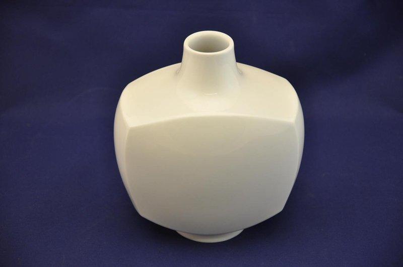 kpm vase porzellan in wei design s sch tz kusera. Black Bedroom Furniture Sets. Home Design Ideas