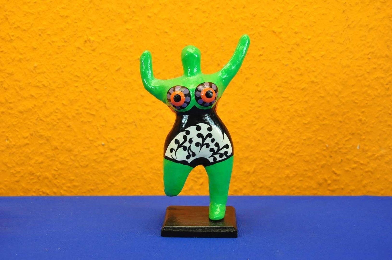 Niki De Saint Phalle Nana 18 Cm Auf Holzsockel Kusera