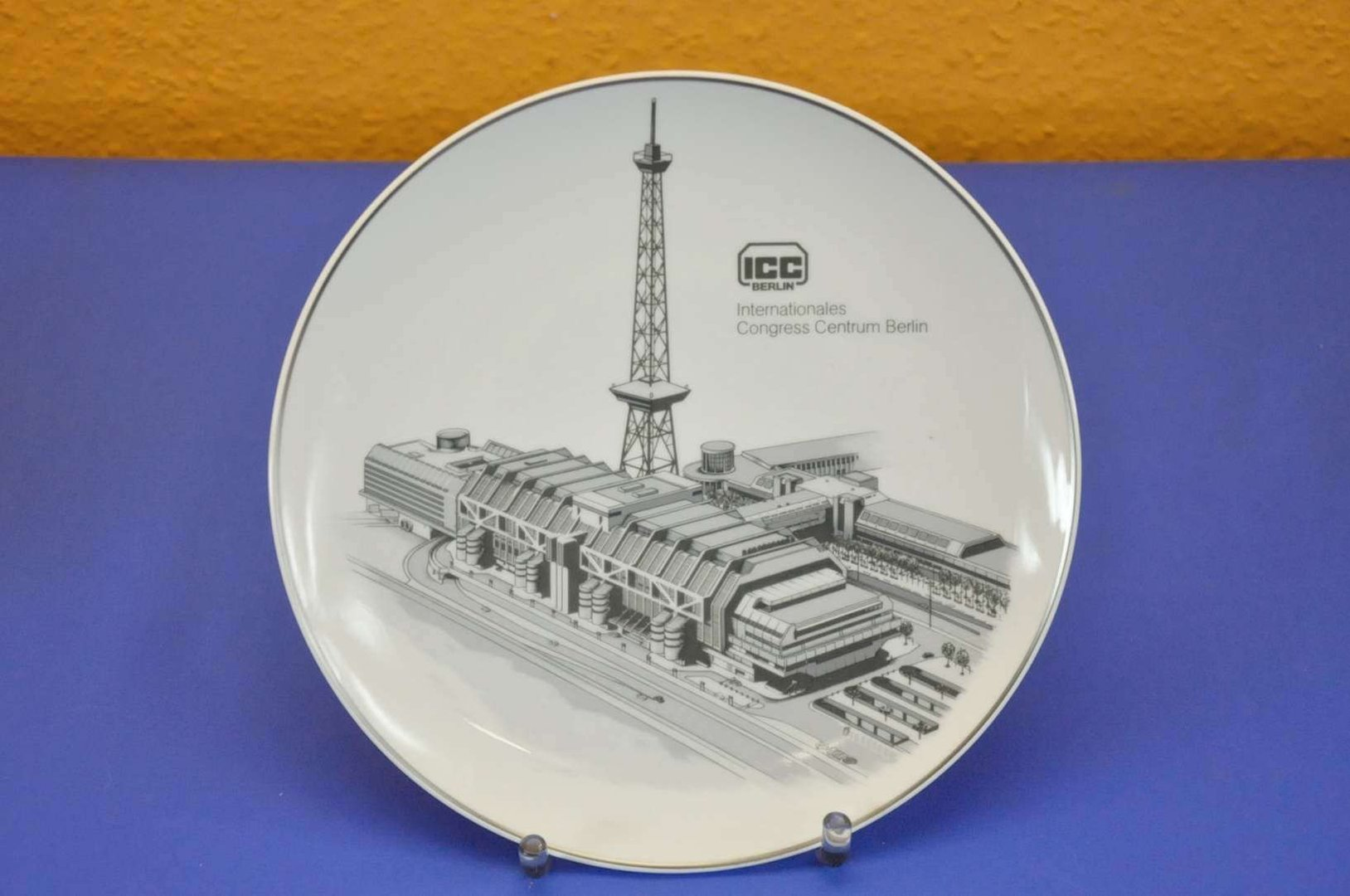 kpm wall plate berlin icc 24 cm berlin porcelain kusera. Black Bedroom Furniture Sets. Home Design Ideas