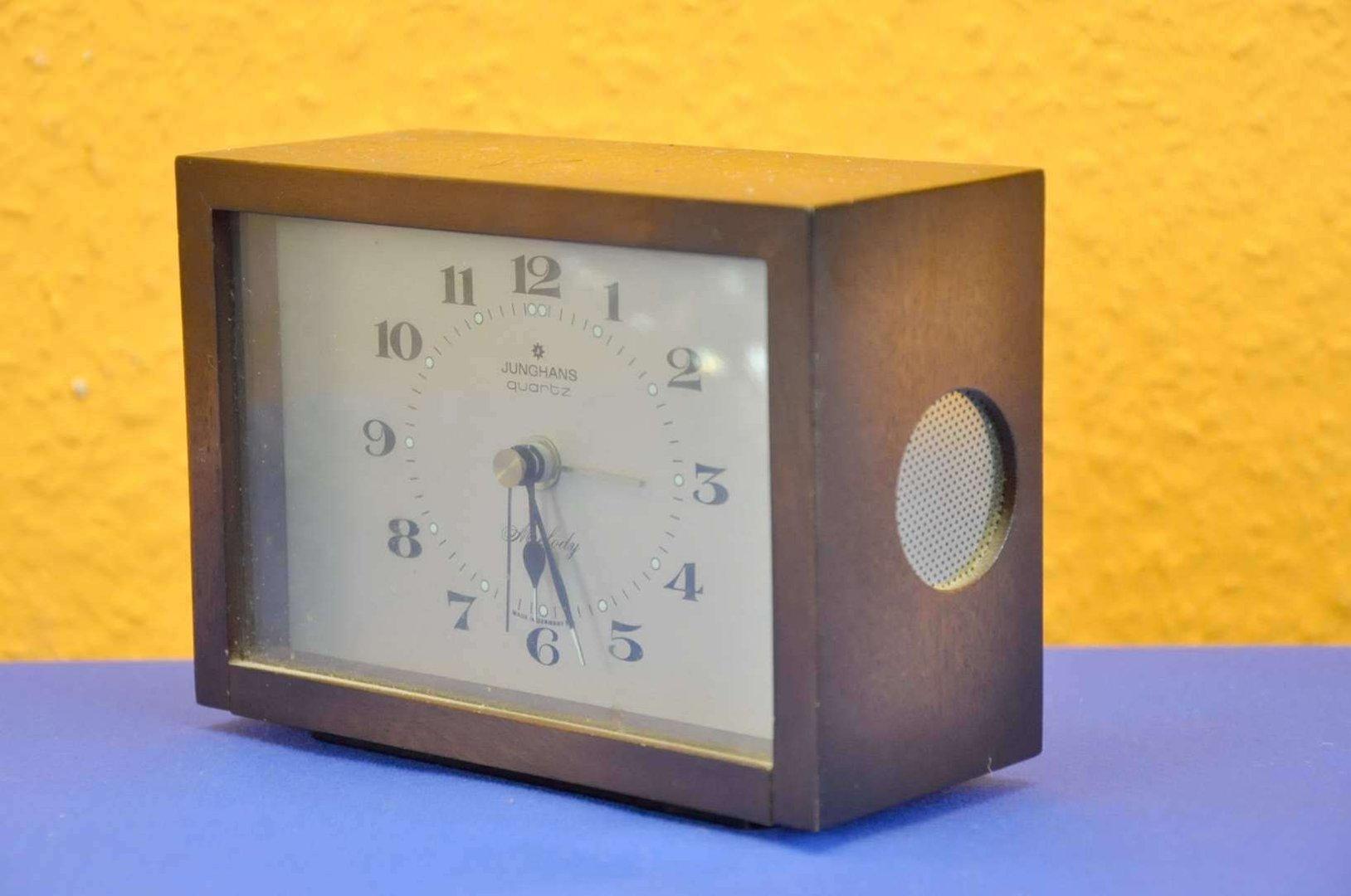 tischuhr wecker von junghans quartz melody um 1960 kusera. Black Bedroom Furniture Sets. Home Design Ideas