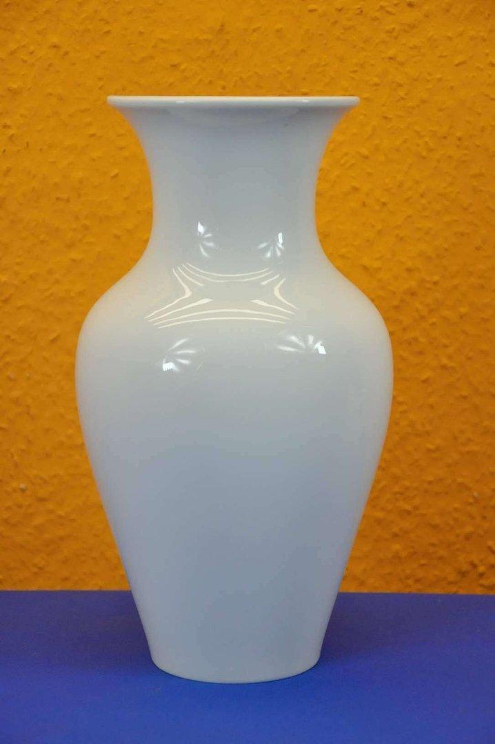 kpm vase in wei baluster vase 28 cm kusera. Black Bedroom Furniture Sets. Home Design Ideas