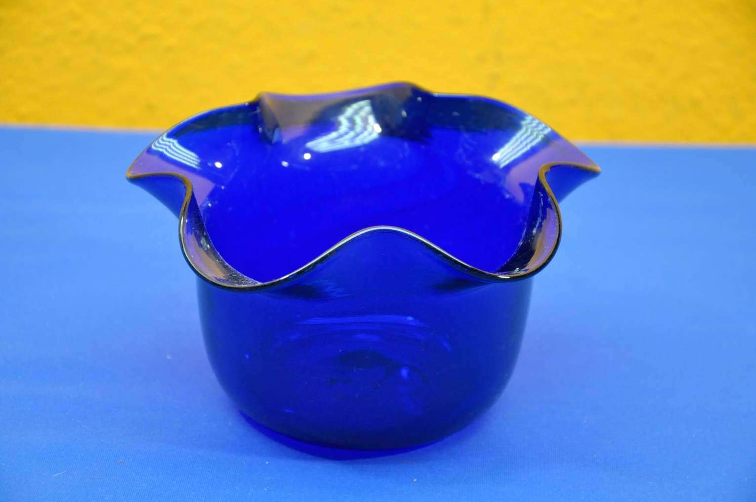 KuSeRa & Murano flower pot in royal blue Wave Edge