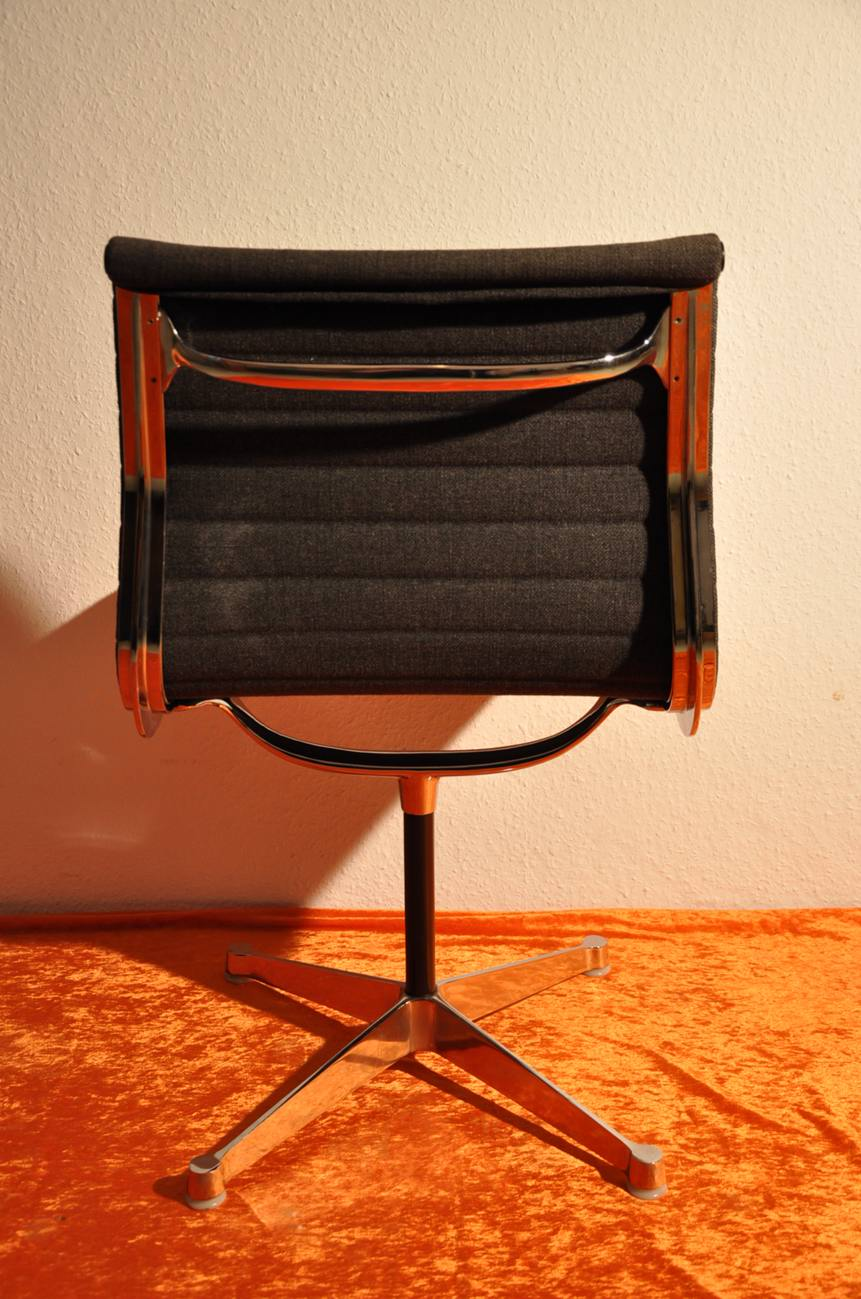 ... Vitra Aluminum Group Chair EA105 Herman Miller Eames ...