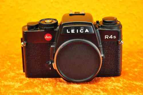 Made by Leitz Leica R4s Portugal with body cap