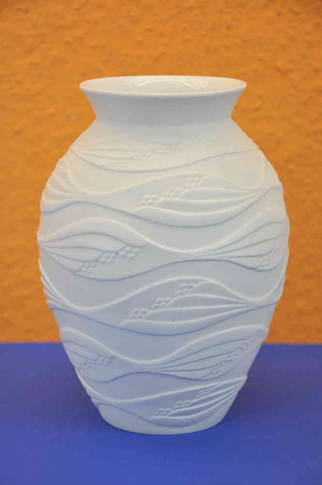 Op Art Vase In Weiss Matt Kaiser Porzellan M Frey Kusera