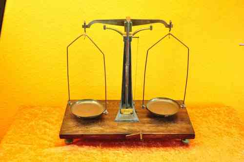 Precision beam balance 1947 brass/steel/wood to 500g