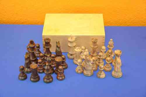 Olive wood chess pieces rotated / handwork with box