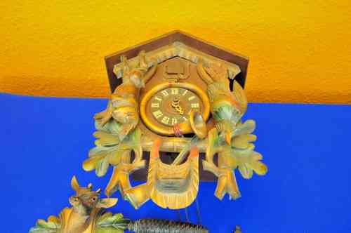 mechanical cuckoo clock carved patent Regula housing