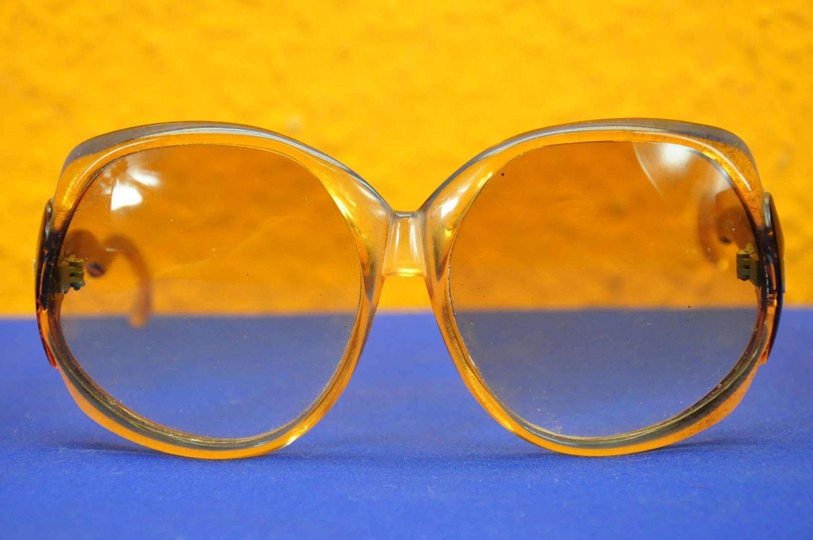 Guy Laroche Vintage Sonnenbrille im Lederetui - bei KuSeRa kaufen