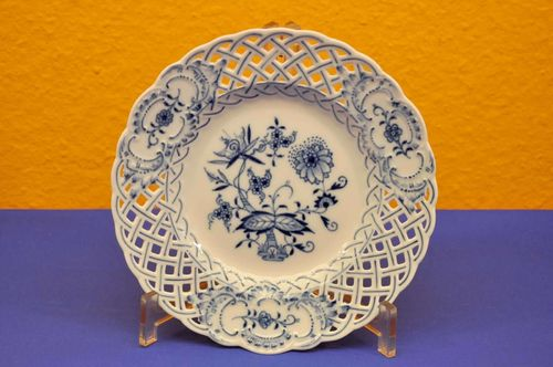 Meissen blue onion breakthrough porcelain plate