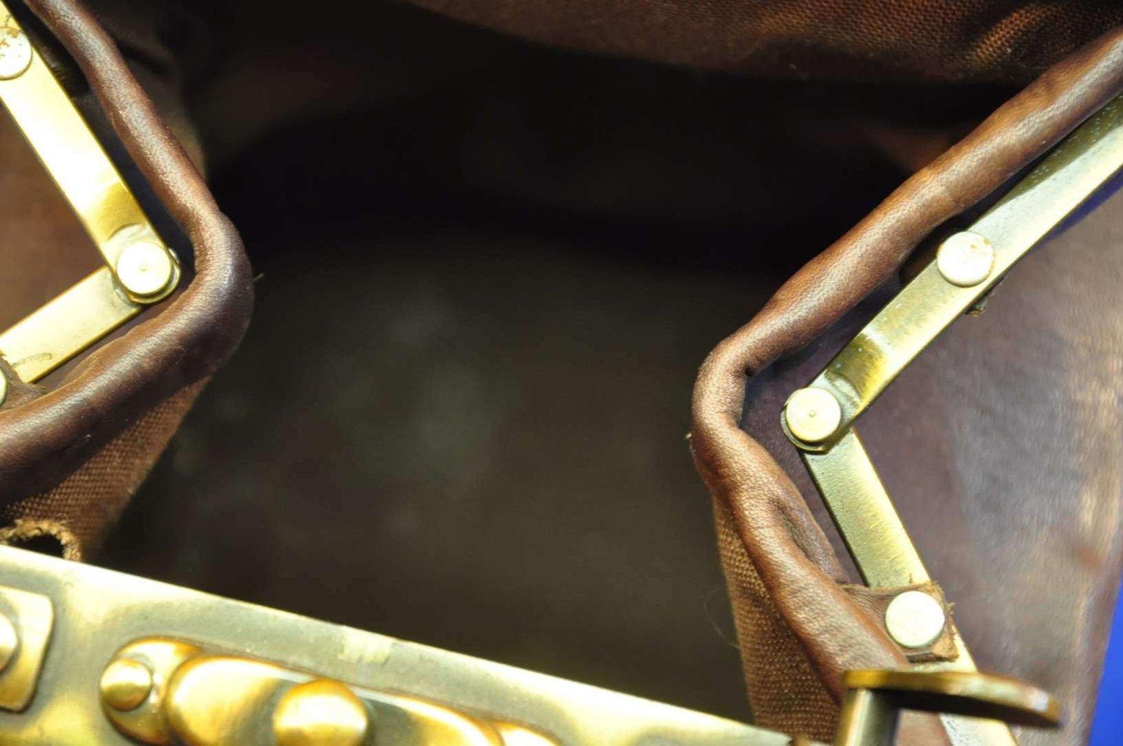 bcb172ed7ed51 Eckige Handtasche robustes Leder Ziehharmonika Tasche - KuSeRa