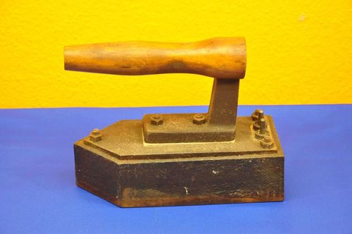 Old 40s pressing iron cast iron