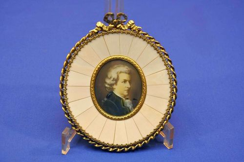 Wolfgang A. Mozart portrait magnifying glass painting