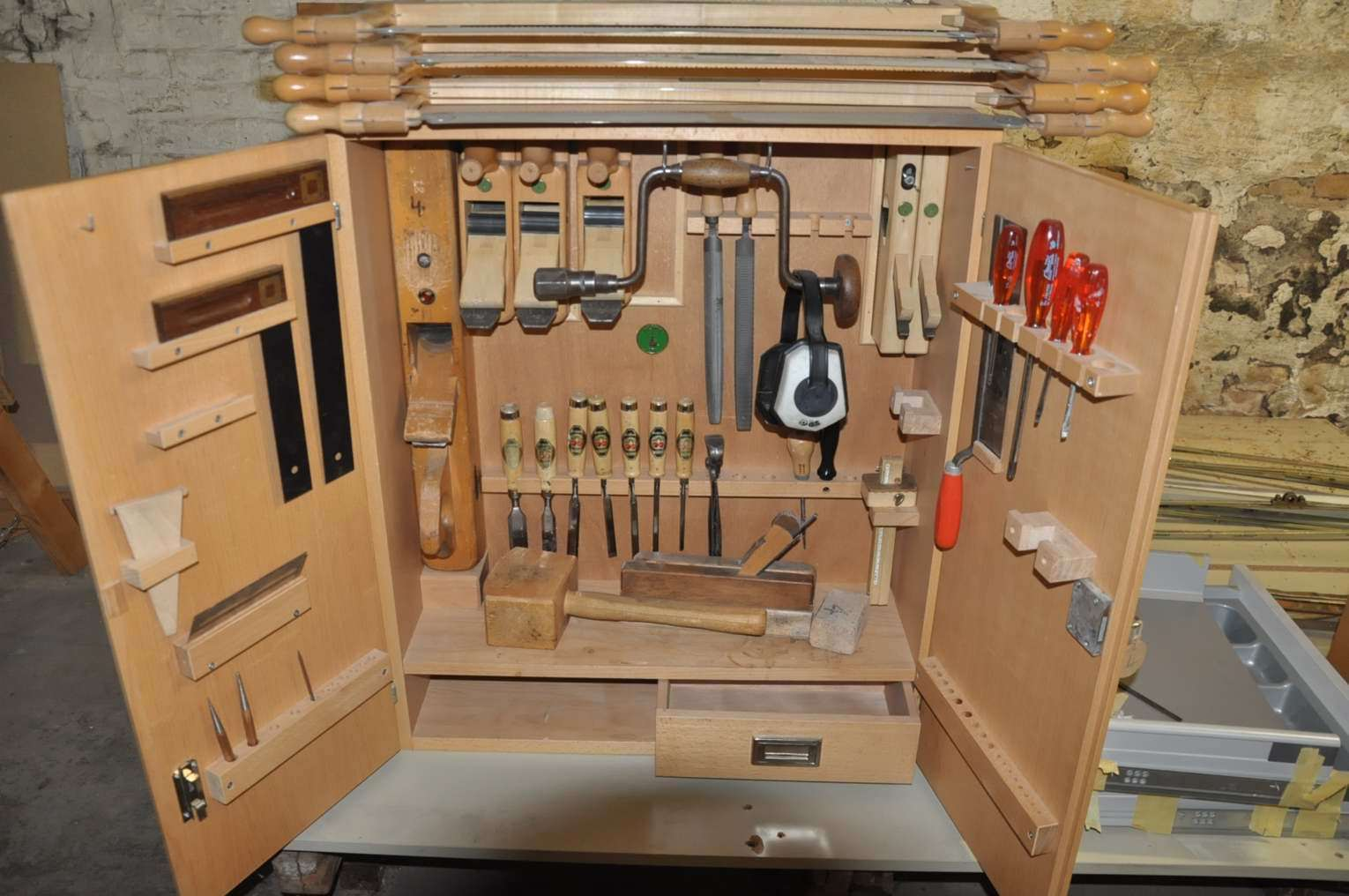 Incroyable ... Tools Cabinet Ulmia Set Carpenter 37 Parts ...