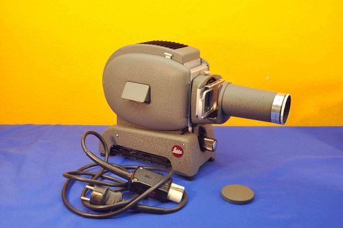 Slide projector Leitz Prado 500 with Hektor 10cm 1:2,5
