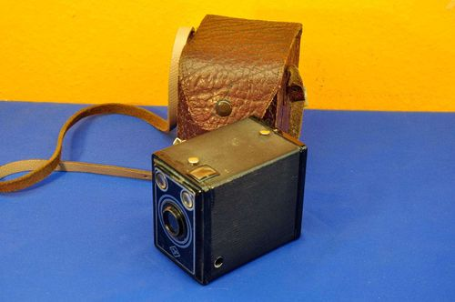 AGFA box camera with yellow filter + leather case