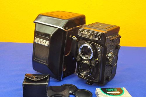 TLR 6x6 Yashica MAT-124G 1:2,8 / 80mm with accessories