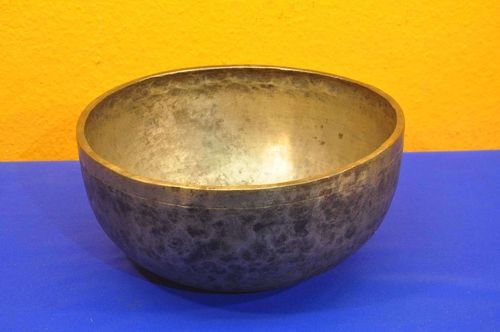ACAMA singing bowl for therapy work handmade Himalaya