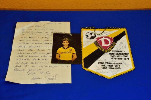 Dynamo Dresden pennant 1987 with 11 autographs + letter