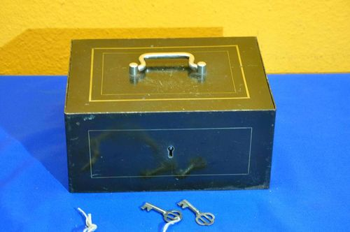 Cashbox small safe in dark green and gold rim 1890