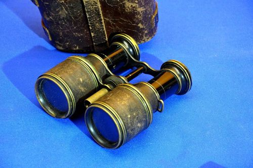 Old binoculars with lens hood + leather bag around 1890