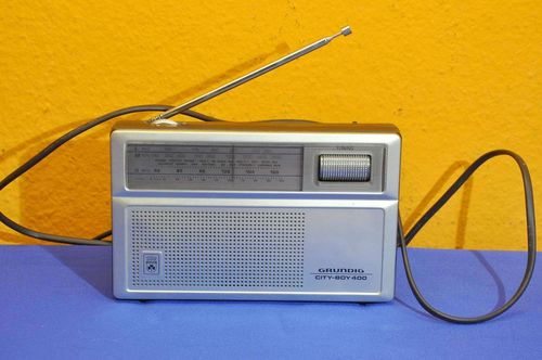 Kofferradio Grundig City Boy 400 in silber um 1970
