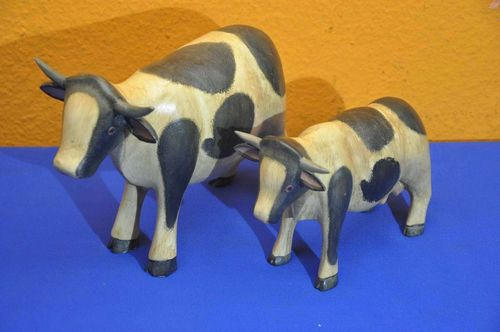 2 wooden figures spotted cows decoration