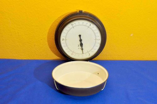 Large wall scale with enamel bowl up to 3 Kg 1970s