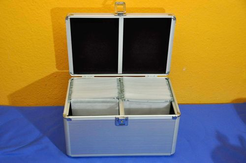 Aluminum suitcase for 100 CD or DVD 80s