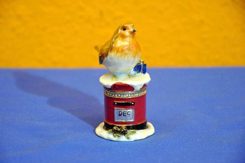 Christmas Trinket box Robin on red Post box